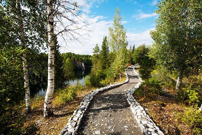 Благоустроенные тропы вдоль Мраморного карьера, Рускеала, Карелия