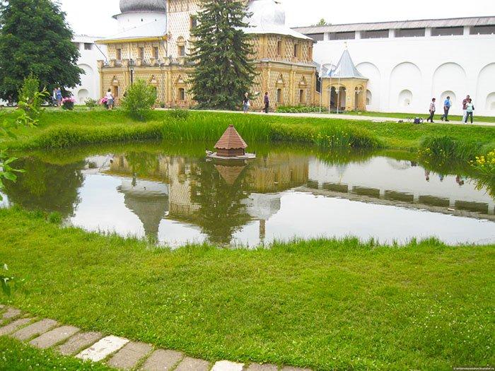 Пруд в Архиерейском дворе, Ярославская область