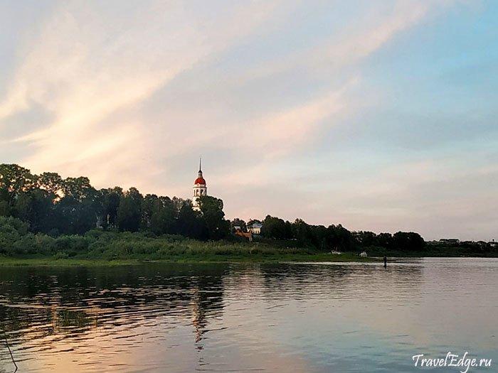 Сухона на закате солнца, город Тотьма, Вологодская область