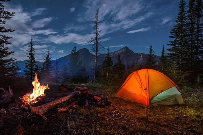 Горы, костёр, палатка