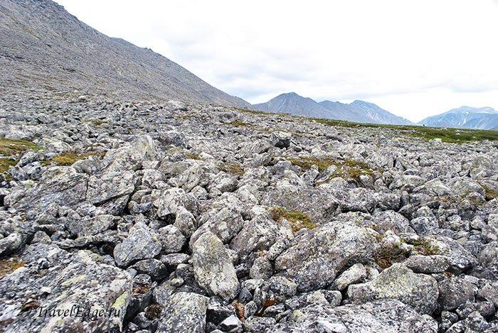 Каменистая дорога, восхождение на гору Народную