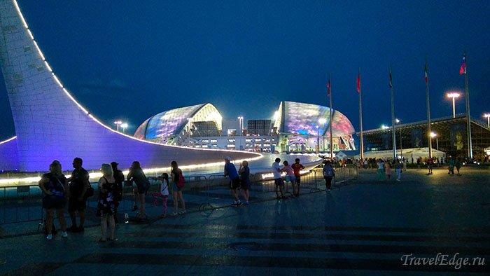 """Поющий фонтан и стадион """"Фишт"""", Олимпийский парк, Сочи"""