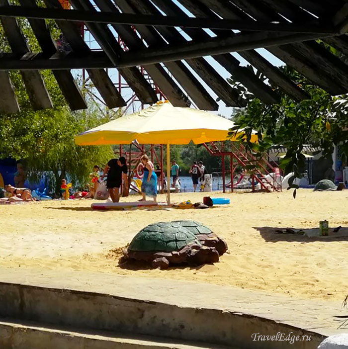 Песчаный пляж у озера Эльдорадо, база отдыха Эльдорадо, Ростовская область