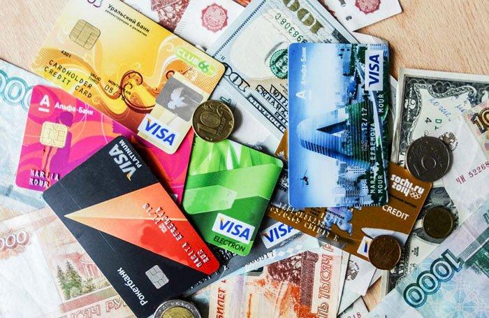 Документы, деньги, банковские карты в дорогу
