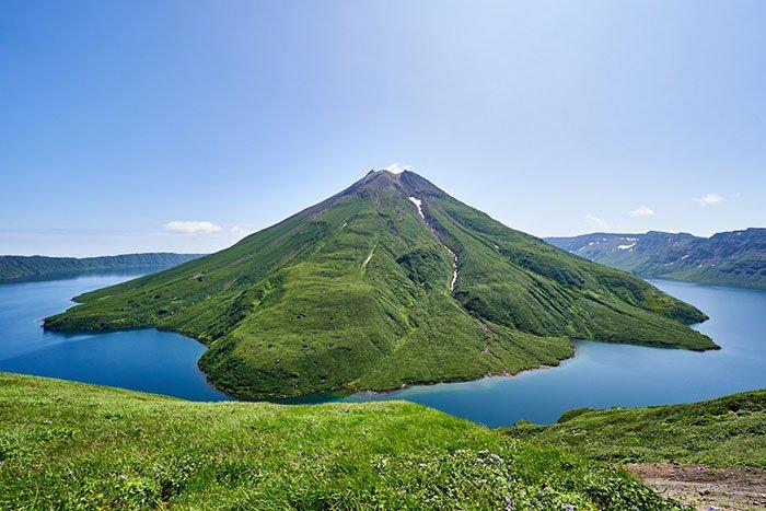 Вулкан Креницына, озеро Кольцевое, Остров Онекотан, Сахалинская область