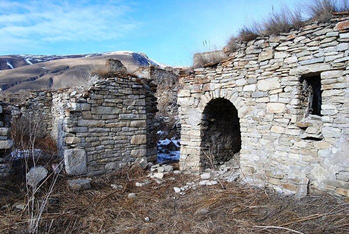 Руины аула Хой, окрестности Озеро Кезеной-Ам
