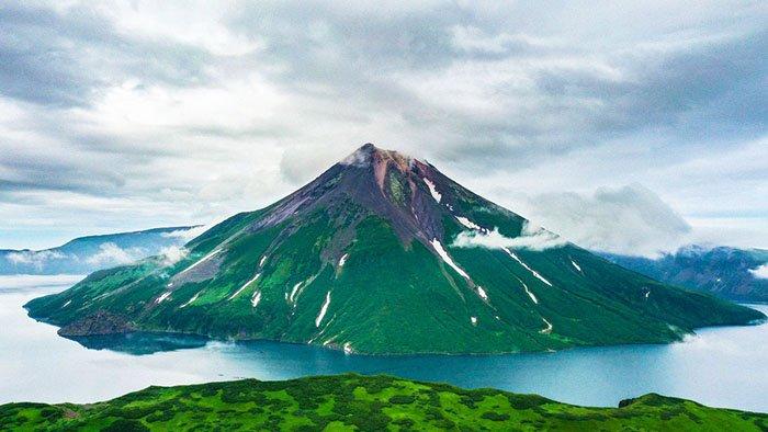 Озеро Кольцевое, вулкан Креницына, Остров Онекотан, Сахалинская область