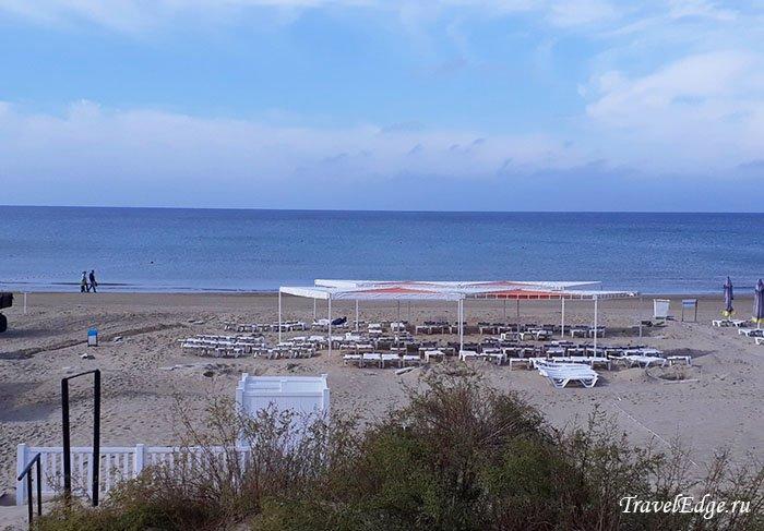 Раннее утро на пляже, отель «Белый песок», Джемете
