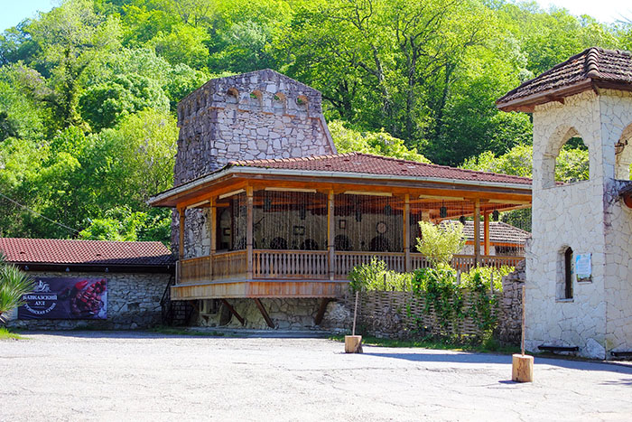 Ресторан «Кавказский аул», окрестности Агурских водопадов