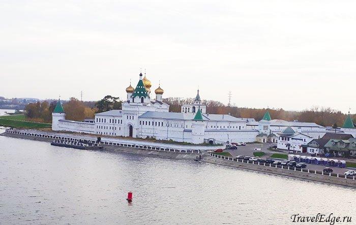 Вид с теплохода на Кострому и Ипатьевский монастырь, Кострома, Костромская область