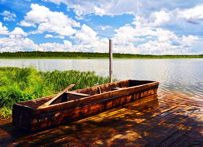 Лодка на озере Шайтан. Фото с сайта - cdn.photosight.ru