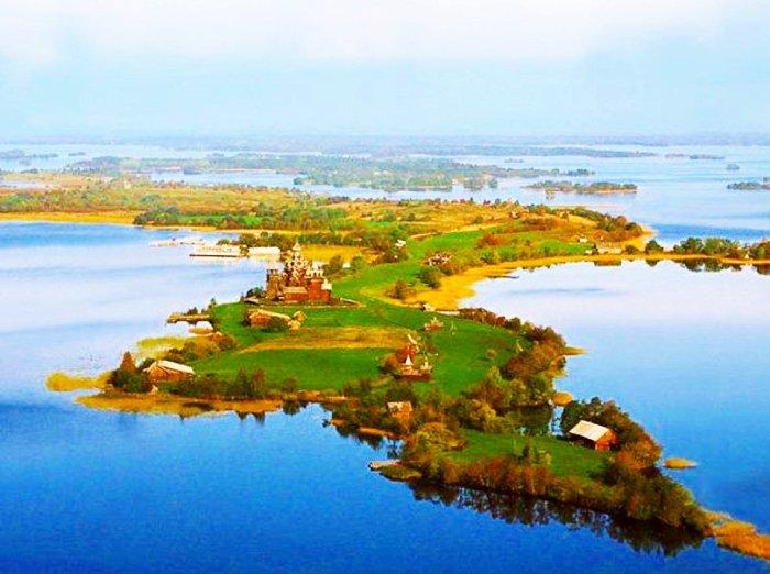 Остров Кижи на Онежском озере. Фото с сайта - 900igr.net