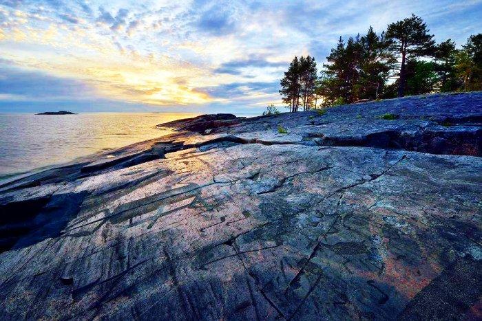 Скалистые  берега Онежского озера.  Фото с сайта - i.pinimg.com