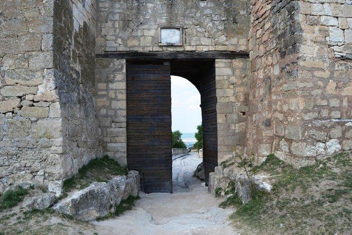 Восточные ворота Чуфут-Кале