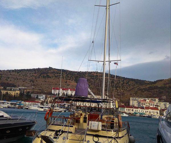 Яхта в Балаклавской бухте