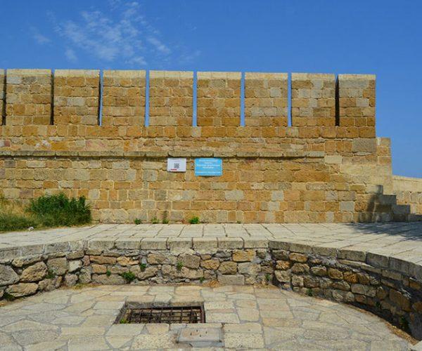 Подземная тюрьма «Зиндан», Крепость Нарын-Кала, республика Дагестан